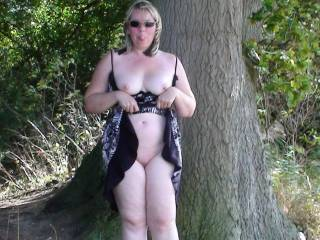 Love to suck your pussy against the tree awesome pic ;)