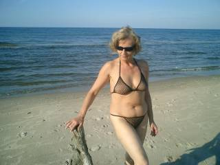 wow, very ellegant even in bikini....bravo, super nice lady