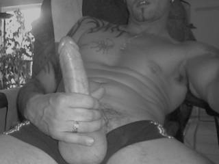 IF YOU HAVE AN HETERO FRIEND WANTS GET GOOD MONEY, SUCKING HIS COCK FOR A GAY TELL ME ¡