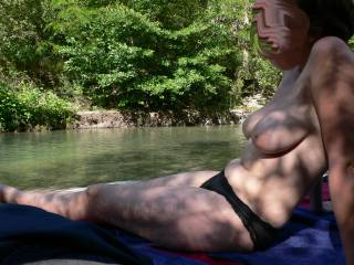my girlfriend discovers she loves to be half naked outdoor. she wanted to be totaly naked but a few minutes after some people arrived close to us so it will be for the next time