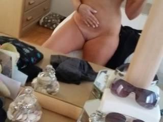 Dam girl ! getting daring nude pic. mmm. I want to fuck u so bad !