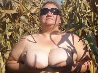 i would most defently love to be able to get my hands on those beautiful huge titties hunny they look so very huge and sofe as fuck