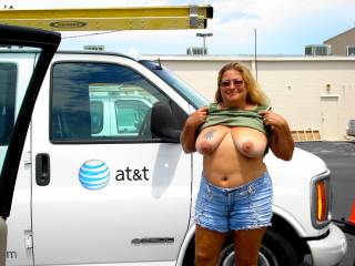 very sexy woman, to be honest your my type of BITCH! in a good way!lol