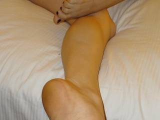 Simply stunning....and loving those wrinkled sexy soles! Beautiful