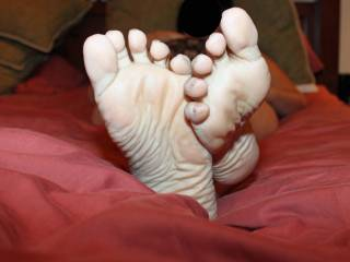Nice love those wrinkles. I would love to cum on them