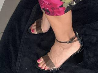 Love my milf\'s feet and sexy fit legs.