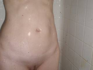 I'd love to catch her just out of the shower...great body, beautiful puss