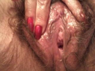 would love to have that hot juicy pussy wrapped around my cock