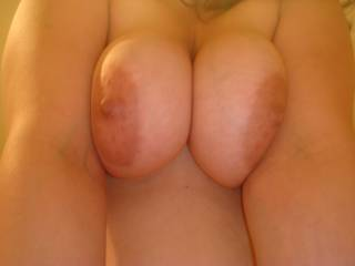 i love it when my nipples get sucked. Want a taste? tell me what you would like to do with my boobs....