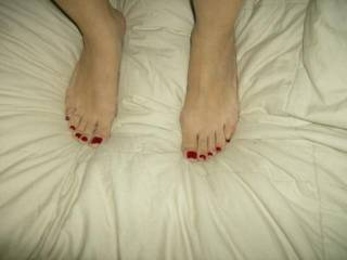 very yummy. just imagining cock between those sexy feet and toes