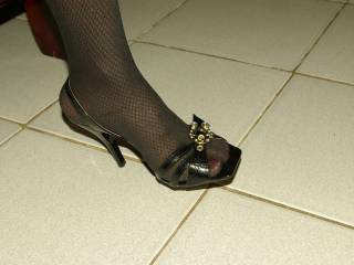 I loves when my wife have nail polish, stockings and high heels on. It\'s so sexy and turn me on.