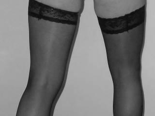 very nice legs, I like your stockings :)