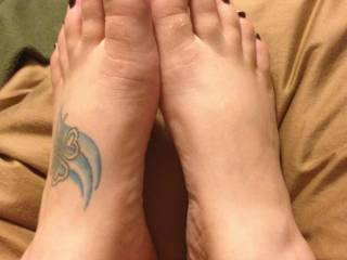 Another one for you sexy feet lovers! ; )
