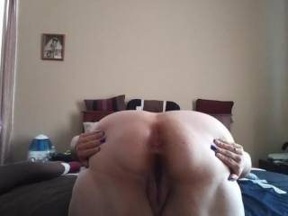 Im in need of sum tributes to my phat asss..plz cum all over me