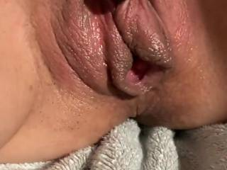 Fuck my hott dripping pussy as i suck that dick