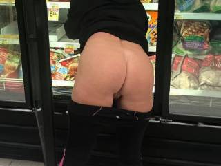 Grocery shopping with this sexy thing, I wanted to burry my face in that pretty pussy🤤