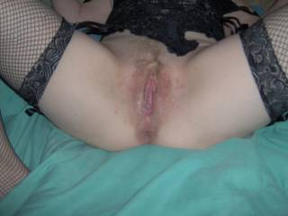 Now that's what I call a hot juicy pussy - it's just beckoning for some tongue n cock....mmmmmmmmmmm !