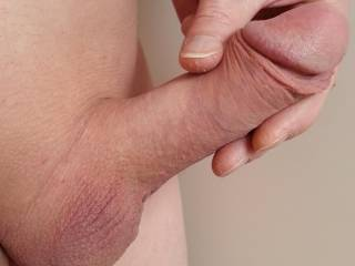 I'd love to suck that till it creamed in my mouth looks fantastic nice dick dude
