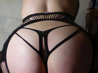 Love to spank that big ass!