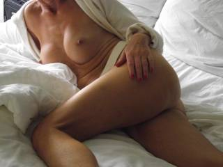 Very Sexy Pose of a very Sinsuous Woman!!!!