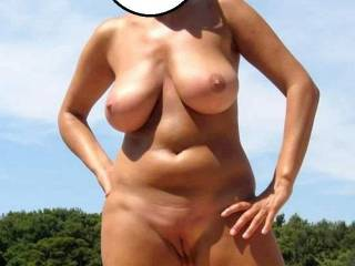 BIG BEAUTIFUL TITS , TOTALLY SEXY BODY !! VERY NICE !! THANKS !!