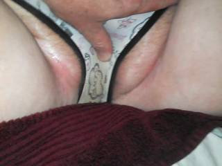 Warming n Lubing up the wife's pussy!
