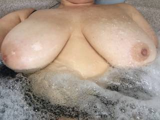 Who loves my soapy tits ? love hanging out in the jizzcuzi 😄