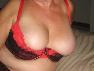 showingher nice breasts