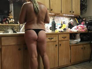 Wife's nightly routine, would you let her do your dishes?