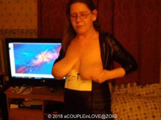 Having a little boogie whilst in Zoig Chat, wasn\'t sure whether to post this, I\'m not sure that it\'s the sexiest of looks, but hubby thinks I look hot dancing for him. What do you think? Fancy a boogie?