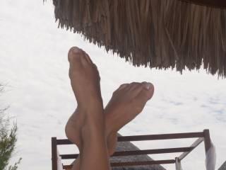 my wife´s feet on the beach