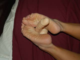 her feet are very sexy I could suck them for ever and do a lot of other things to, he he