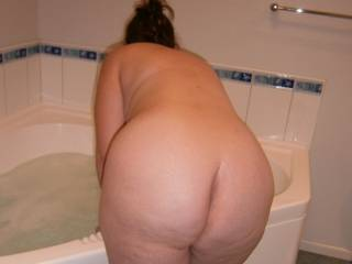 very sweet ass, like to play in the water with you, would make alot of waves ;-)