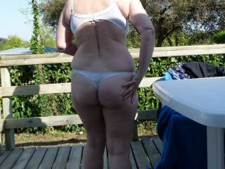 i would like to explode in your ass hole. perfect shape and form. but will bite you butts first. look so deliciuos. do you like that?