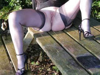 just amazing pose wow!! love the black stockings n suspenders and heels & fantastic legs mmmmmm