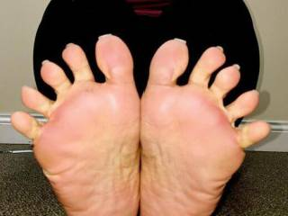 Here she is showing her meaty Latin toes and soles yummy made my cock jump imagine  fucking and sucking her Latin toes ....wow I had pre cum on my cock after shoot ing .