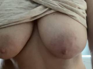 What would you do with her sexy tits!!