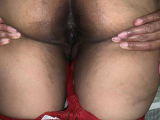 My hubby loves kissing my little butt hole. We like to share this view with y'all hope y'all like it