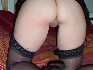 oh what a hot tight lil ass and yummy pussy to be seen from there! .-)