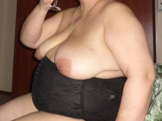 Love this pic,this is how a hot body should look,love them boobs,she makes me really horny,bbw forever!!!