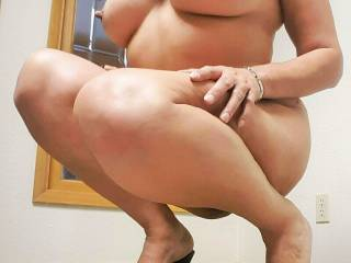 Looking for good looking, fit and HUNG guys in Central Valley California, for mfm, mmfm, possibly small 3 to 5 guy gang bang.