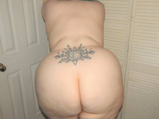 My BBW wife showing off her gorgeous fat ass and wide curvy hips - how\'s the view from back there?