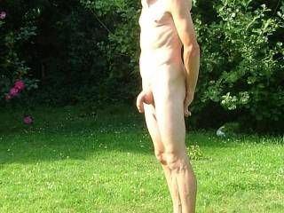 what a lovely cock i would love to do some nude photos with you