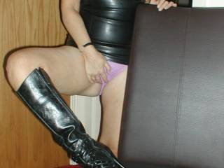 anyone want to lick the spunk off my boots?