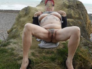 Hi all well here I am wide open on the rocks for your closer inspection dirty comments please mature couple