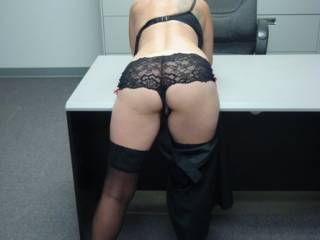 oh dam what a great pic.  one sexy lady.  so wish i was a co worker and caught you like that and was enjoying the view.  great butt.