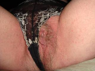 ooooooh yeah what a cool big pussy!!! i want it in my mouth!!!