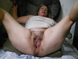 Wow I would sure like to lick and suck on her hot sexy pussy for hours and hours till she squirts pussy juice all over my face mmmmmm