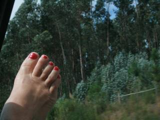 ALWAYS loved you toes....and non more so than when they're waved in the air so invitingly ;) Beautiful!!
