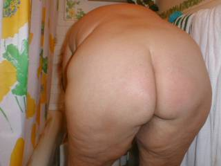 her big sexxy mature ass naked(as always) in the bathroom, bent over for my enjoyment